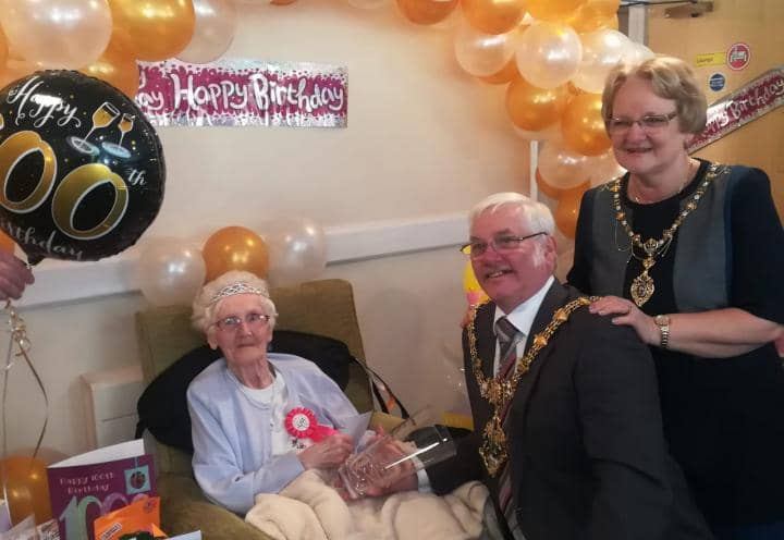 Edna with the Mayor and Mayoress.