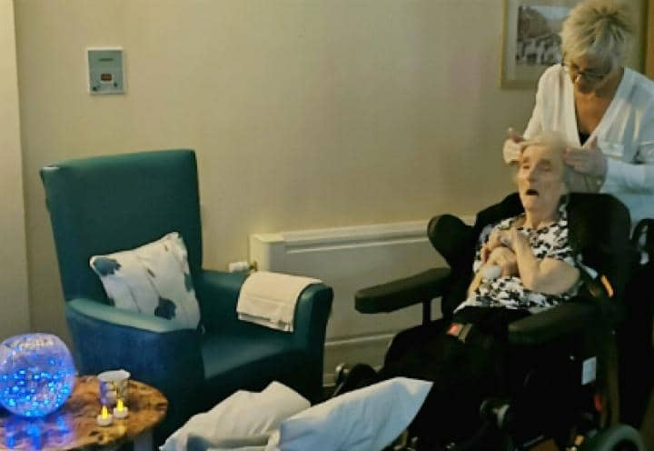 Sutton Hall & Lodge resident enjoys aromatherapy